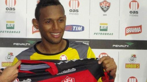 Gilson, que atuou pelo Vitória neste ano, não irá para o Criciúma em 2013 (Foto: Raphael Carneiro/Globoesporte.com)