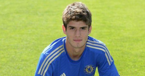 Lucas Piazon atuará pelo Málaga nesta temporada (Foto: Divulgação/Site oficial do Chelsea)