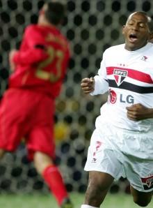 São Paulo e Liverpool já se enfrentaram uma vez, no Mundial de 2005; o Tricolor conquistou o torneio (Foto: AFP)