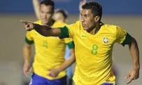 Paulinho é o segundo jogador mais valioso que atua no país (Foto: Divulgação)