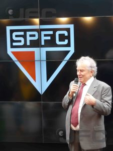 Juvenal Juvêncio discursou durante um bom tempo e elogiou todas as partes envolvidas no acerto (Foto: Luiz Queiroga/Jornalismo FC)