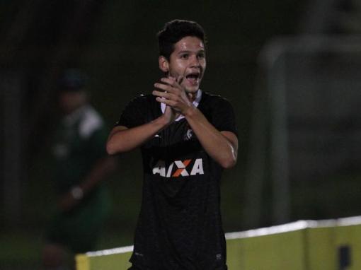 atacante Leandro foi o grande destaque do jogo com dois gols (Foto: Célio Messias / Futura Press)