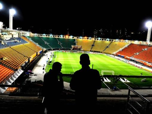Seis torcedores representarão todo um bando de loucos pelo Corinthians no Pacaembu (Foto: Ivan Pacheco/Terra)