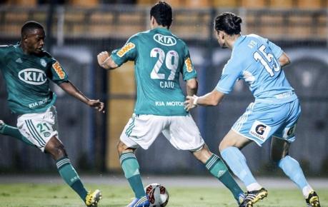 Patrick Vieira chuta para marcar o segundo gol do Verdão, após bom pivô do jovem Caio (Foto: Leandro Moraes/UOL)