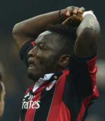 Muntari vibra após marcar o segundo do Milan (Foto: Getty Images)