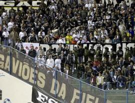 Torcedores assistem ao jogo na Bolívia (Foto: Daniel Augusto Jr. / Ag. Corinthians)