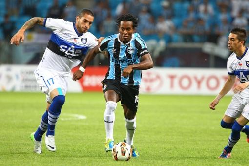 Zé Roberto tentou, mas não evitou a derrota gremista (Foto: Getty Images)