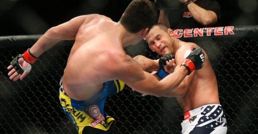 Henderson é castigado pelo karateca brasileiro (Foto: AP Photo/Jae C. Hong)