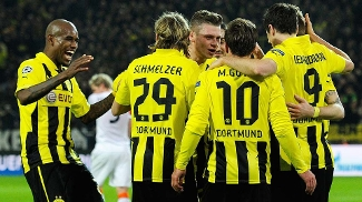 Jogadores comemoram o gol de Götze (Foto: EFE)