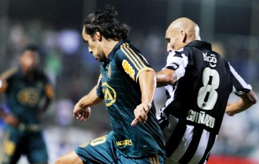 Valdívia não ajuda Palmeiras (Foto: Norberto Duarte/AFP)