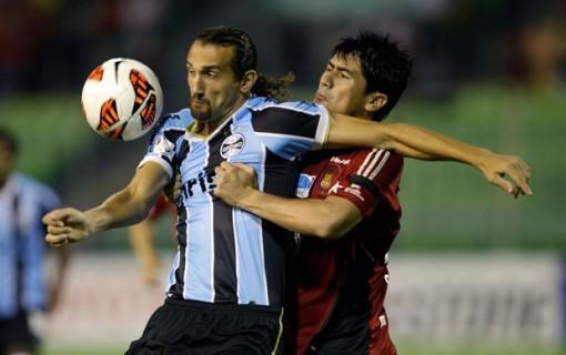 Barcos não conseguiu ajudar o Grêmio (Foto: AP)