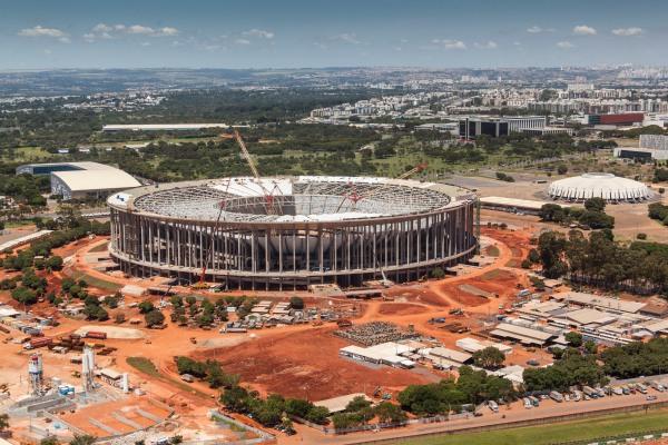 Estado das obras do Estádio Nacional Mané Garrincha, em março deste ano. Foto:  Ademir Rodrigues/www.copa2014.gov.br