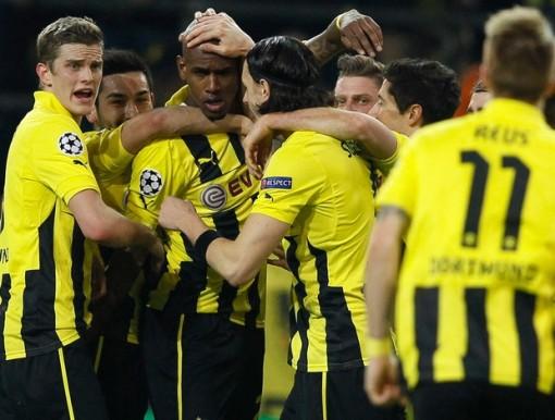 Jogadores do Borussia comemoram o gol de Felipe Santana (Foto: Reuters)
