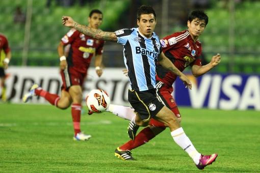 Vargas tentou, mas não impediu a virada (Foto: Flickr Grêmio)