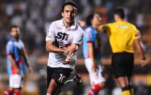 Jadson corre para comemorar seu gol (Foto: Marcos Ribolli)