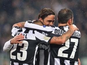 Atletas comemoram segundo gol da Juve. Marcado por Quagliarela. (Foto: AFP)