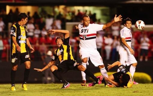 Luis Fabiano igualou o recorde de Ceni na Libertadores (Foto: Marcos Ribolli)
