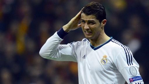 Cristiano Ronaldo vê seu time em pane, mas salva aos 45 do segundo tempo (Foto: Getty images)