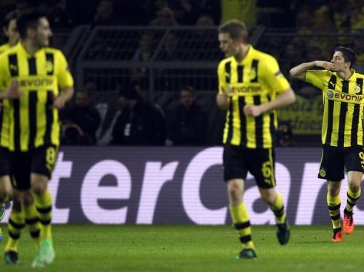 Lewandowski comemora o primeiro gol do Borussia (Foto: Reuters)