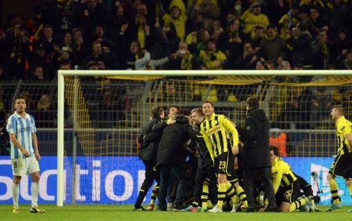Jogadores do Borussia comemoram a grande virada (Foto: AFP)
