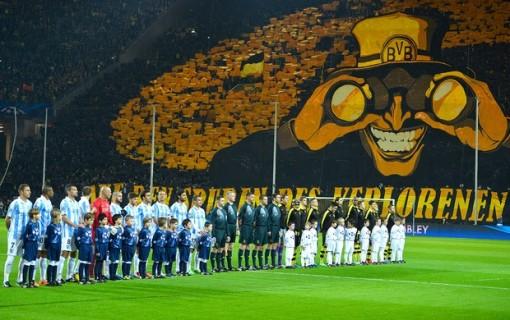 Torcida do Borussia fez um grande espetáculo no estádio (Foto: AFP)