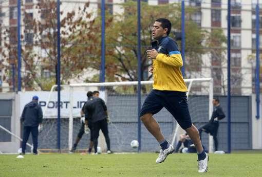 Riquelme treina e está confirmado contra o Corinthians.  (Foto/Reprodução: Diário Olé)