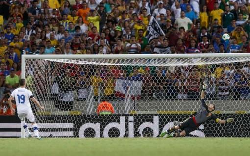 Bonucci foi o único a desperdiçar o pênalti (Foto: Reuters)