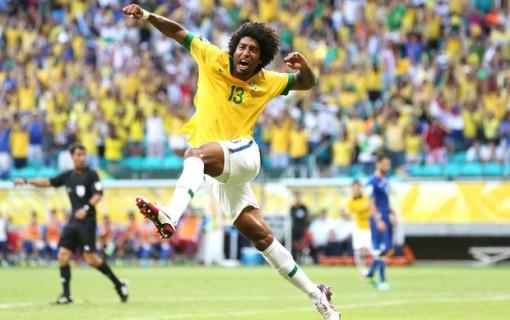 Dante abriu o placar para o Brasil (Foto: AP)