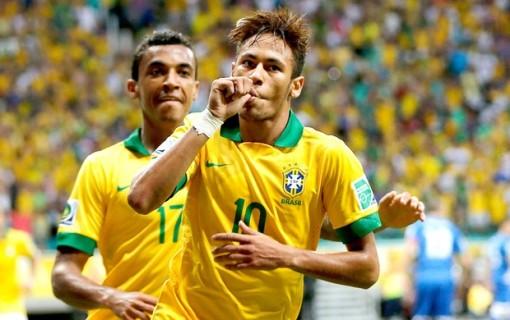 Em mais uma boa atuação, Neymar marca mais um golaço (Foto: Vipcomm)