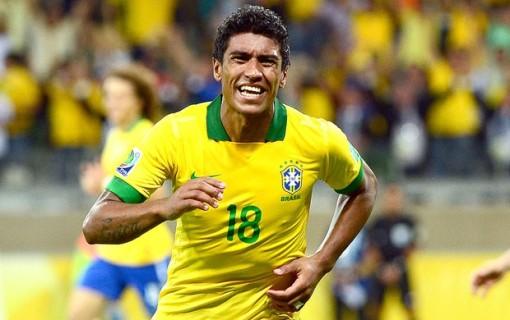Decisivo, Paulinho garante o triunfo brasileiro no Mineirão (Foto: AFP)