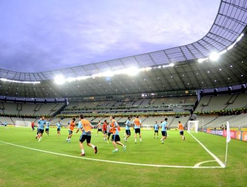 Espanhóis fizeram treino de reconhecimento do Castelão (Foto: André Durão)