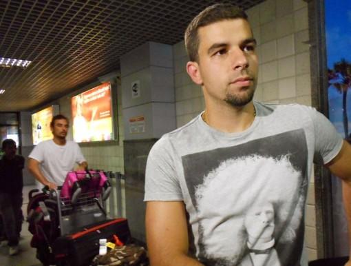 André Lima desembarcou em salvador nesta terça-feira (Foto: GloboEsporte/ Eric Luis Carvalho )