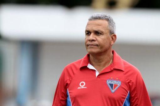 Hélio dos Anjos demonstra confiança na classificação do time (Foto: Igor de Melo/ O Povo)