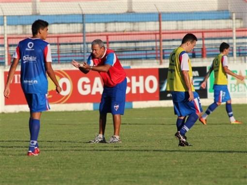 Hélio dos Anjos faz os últimos ajustes no time para enfrentar o Treze (Foto: Divulgação/ Site oficial do clube)
