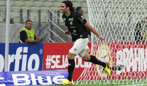 Léo Gamalho marcou o primeiro gol do Ceará na partida ( Foto: Divulgação/Site oficial do clube)