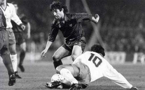 Martino, de camisa branca, contra o Barcelona em 1991 no Camp Nou.