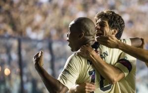 Rafael Vaz e Juninho comemoram o segundo gol ( Foto: Celso Pupo/ Ag. Estado)
