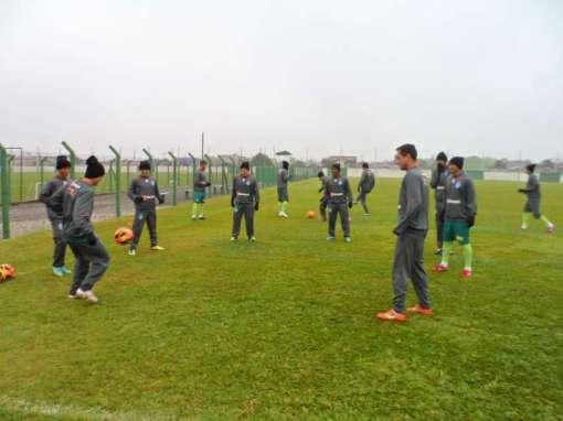 Jogadores participaram de coletivo no CT do Coritiba ( Foto: Site oficial do clube)