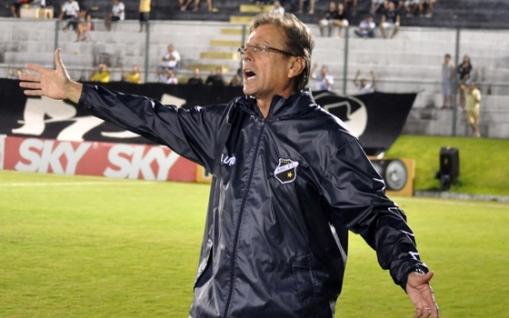 Waldemar enalteceu o time após a primeira vitória na Série B (Foto: Divulgação/ site oficial do clube).