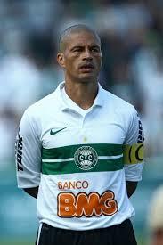 Alex tem sido decisivo para o Coritiba no brasileirão (Foto: Andrey Heuler/Agif/Gazeta Press)