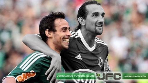 Caminhos opostos: Valdivia permaneceu no Palmeiras e chegou à Seleção. Já Barcos, amargou 70 dias sem balançar as redes e está cada vez mais longe da Copa do Mundo (Edição: Luiz Queiroga)