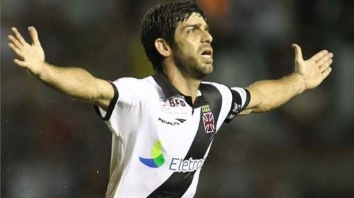 Juninho Pernambucano voltou ao Vasco e o time melhorou sensivelmente (Foto: Marcelo Sadio)