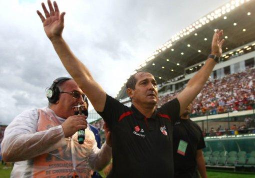 Muricy emocionado com o tricampeonato brasileiro (Foto: Gazeta Press)