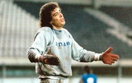 Casagrande brinca no gol em treino antes do jogo contra o Grêmio em 94 (Foto: Gazetta Press)