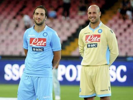 Higuain e Pepe Reina foram as principais contratações dos Azzurri (Foto: AFP)