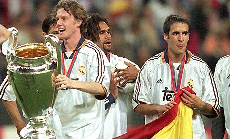 Mcmanaman (com a taça) foi o jogador britânico de maior sucesso do Real (Foto: BBC)