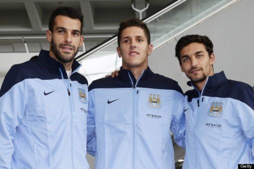 Negredo, Jovetic e Jesús Navas são apresentados no Manchester City (Foto: Getty images)