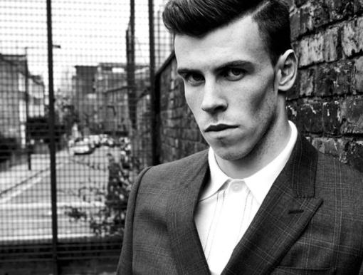 Bale posa como modelo para a revista Esquire, uma das mais conceituadas (Foto: Reprodução/Facebook)